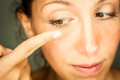 Kontaktlinsen von Optiker Sievers (c) photocase